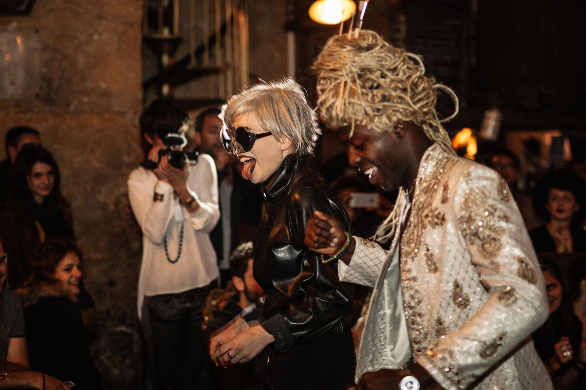 Défilé de mode du styliste Lutin en Folie et du performer Am☆r dans le cadre du prix Zind-Kala-Wasté 2015